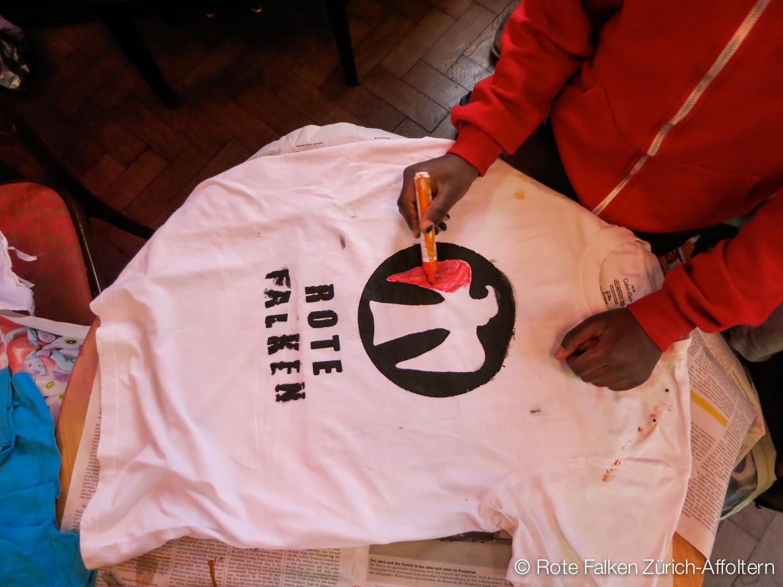 Das 2. Programm: T-Shirts bemalen
